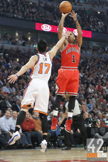 12 March 2012: Chicago Bulls point guard Derrick Rose (1) takes a jumpshot over New York Knicks point guard Jeremy Lin (17) during the first half of New York Knicks vs Chicago Bulls, at the United Center, Chicago, Illinois, USA. © Chris Elise